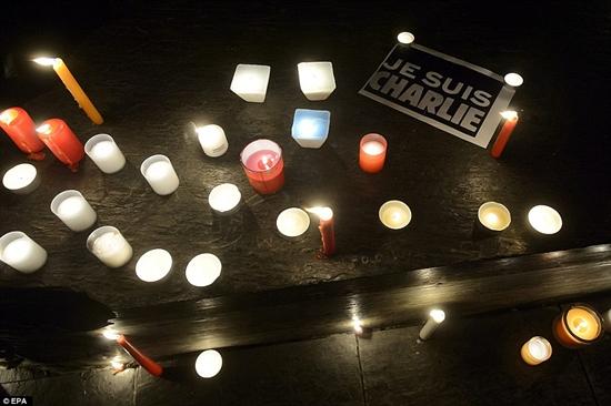 Charlie-Hebdo-manifestazione-di-solidarietà-sul-web