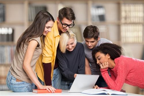 I giovani lavoratori influenzano l'evoluzione del concetto di giornata lavorativa