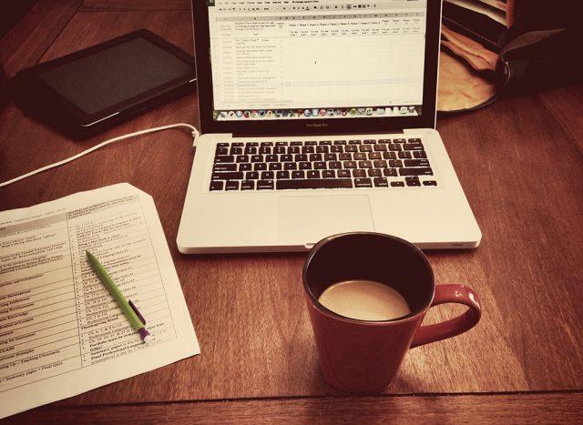 Lavori da casa? 5 modi per rendere più gratificanti le tue giornate lavorative